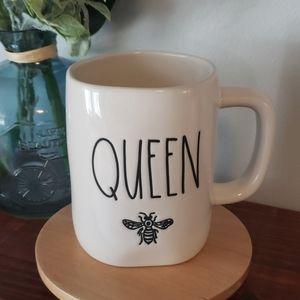 Rae Dunn queen bee mug